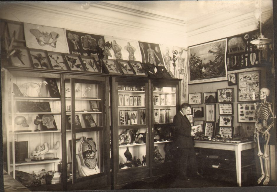 pedagoginio_muziejaus_direktorius_v.ruzgas_ekspozicijoje.kaunas2c1934_gamtos_expo